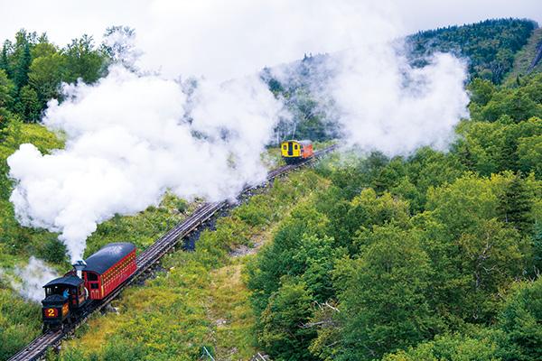 大自然を突き抜ける汽車やクルーズ船