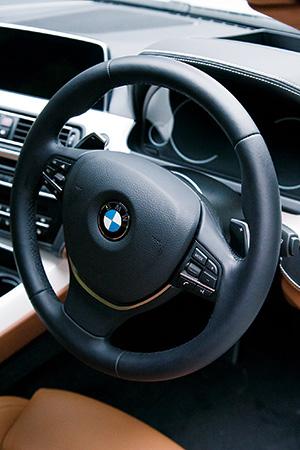 BMWで巡る 「幸福の道」