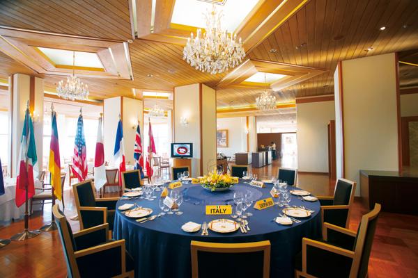 ラ・メール ザ クラシックにはサミットテーブルが。1日1組限定で記念ディナーをいただくこともできる。利用料別途。