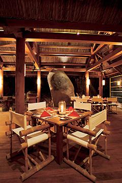 オープンエアのレストラン