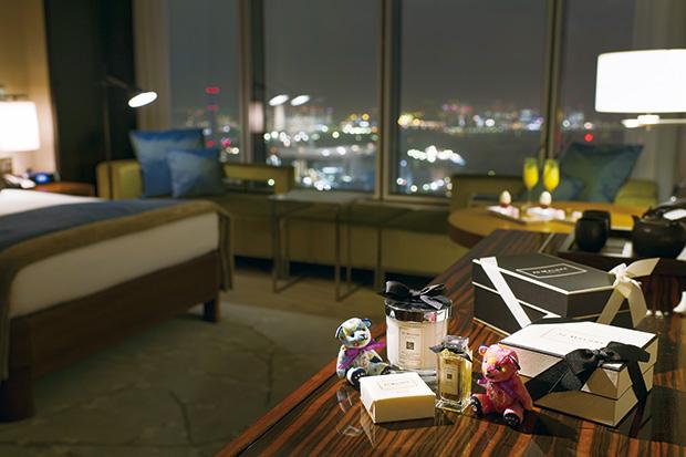 日本進出50 周年アニバーサリー 香りとスイーツに包まれる宿泊プラン