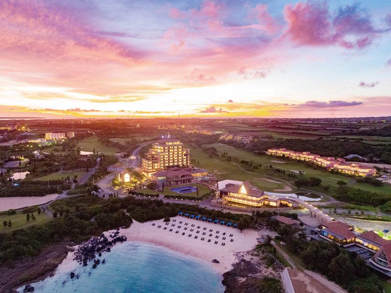 宮古ブルーの蒼の楽園へ 「ホテル シギラミラージュ」がオープン